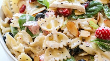 summer pasta salad with chicken and berries